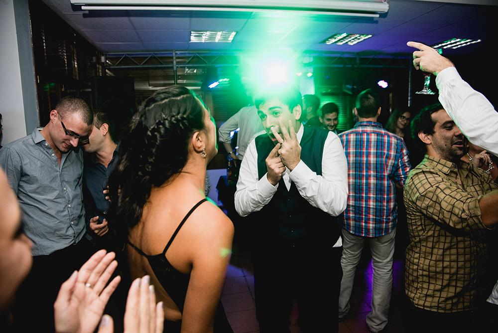 Fotos de la boda de Agustina y Nicolas en Rosario realizado por Bucle Fotografías.Fotógrafas Flor Bosio y Caro Cle.
