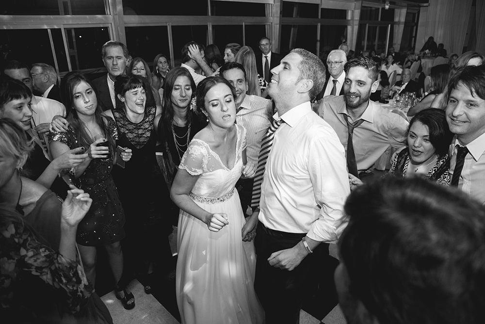 Fotos de la boda de Paz y Alejandro. Casamiento en Rosario realizado por Bucle Fotografías.Fotógrafas Flor Bosio y Caro Cle