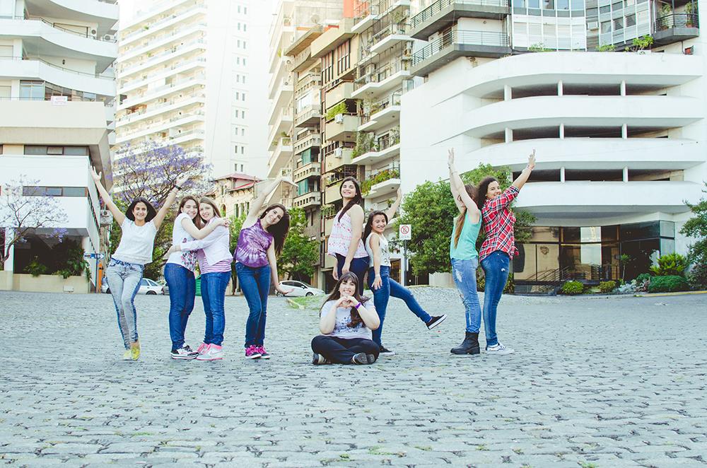 Fotos de los quince años de Vicky.Cumpleaños en Rosario realizado por Bucle Fotografías.Fotógrafas Flor Bosio y Caro Cle
