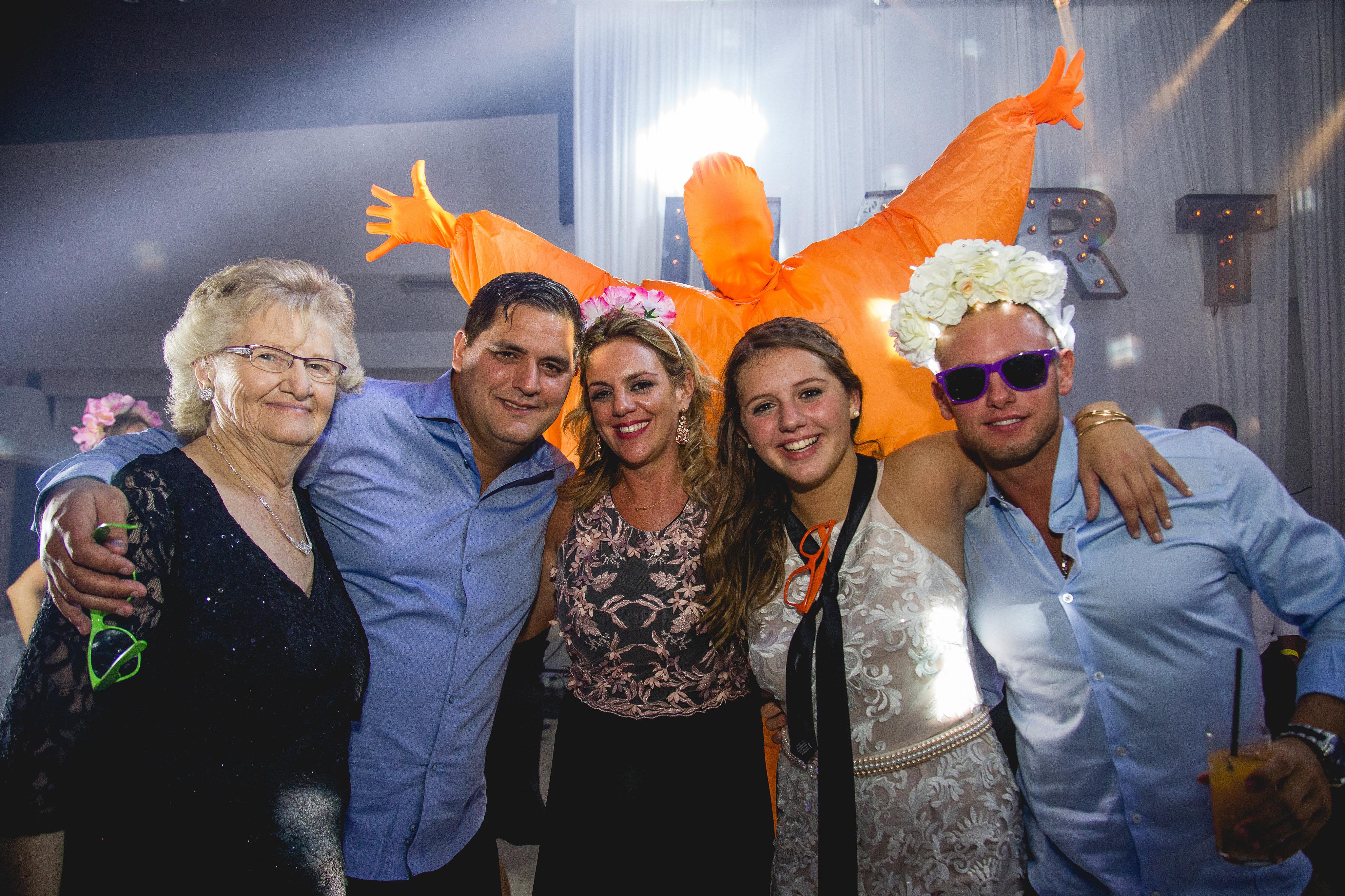 Fotos de la fiesta de XV de Martu en Rosario realizadas por Bucle Fotografias Flor Bosio y Caro Clerici