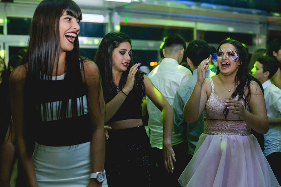 Fotos del cumpleaños de quince años de Renata en Rosario realizadas por Bucle Fotografias Flor Bosio y Caro Clerici