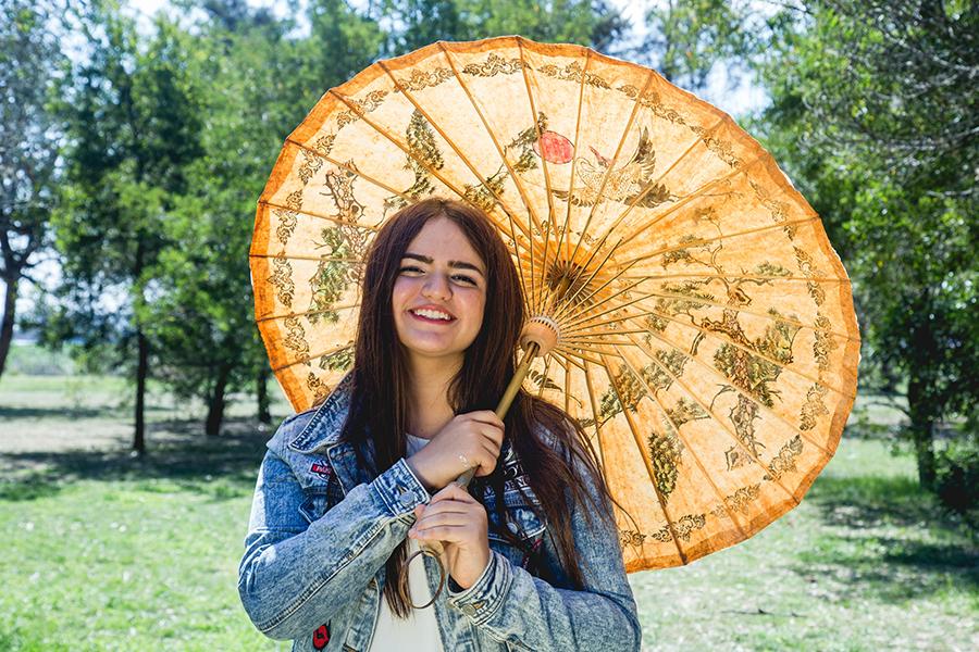 Fotos del book de quince años de Renata en Rosario realizadas por Bucle Fotografias. Flor Bosio y Caro Clerici