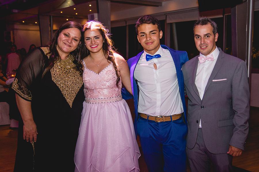 Fotos del cumpleaños de quince años de Renata en Rosario realizadas por Bucle Fotografias. Flor Bosio y Caro Clerici