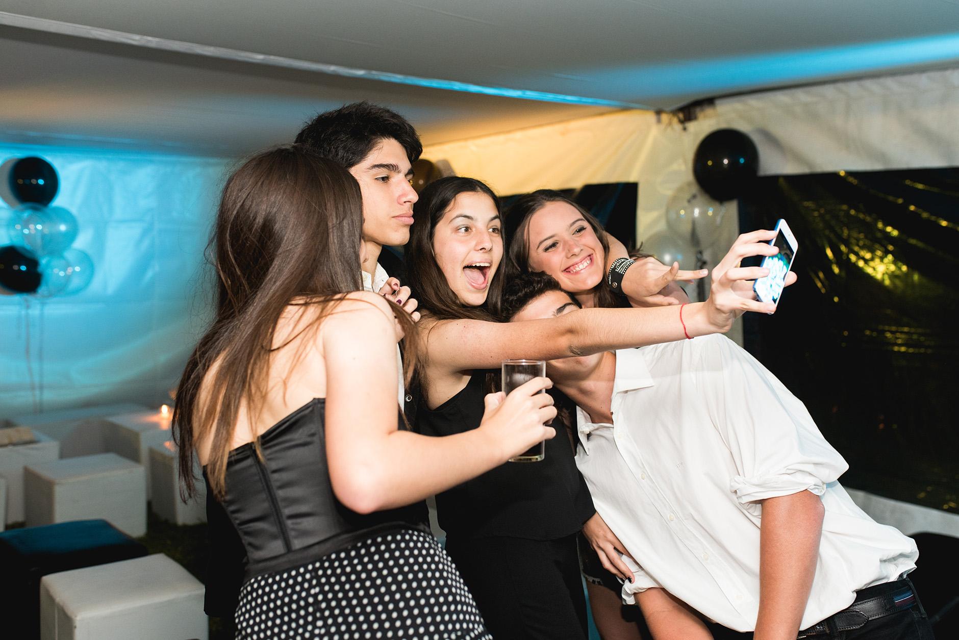 Fotos del cumpleaños de XV de Vicky en Rosario Bucle Fotografias Flor Bosio y Caro Clerici