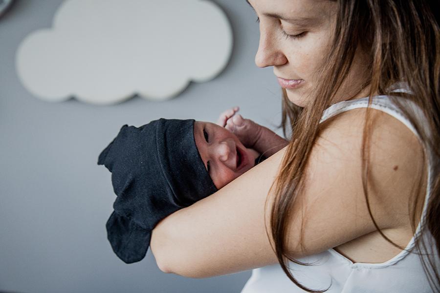 Fotos de recién nacido de Mateo en Rosario realizadas por Bucle Fotografias Flor Bosio y Caro Clerici