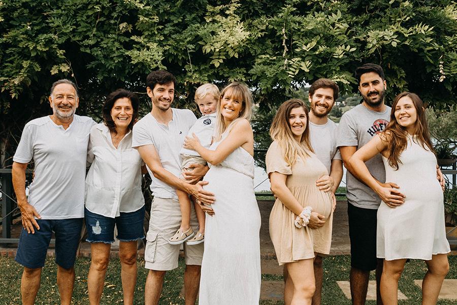 Fotos de la sesión de embarazo multipanza Familia Favarel en Rosario realizadas por Bucle Fotografias Flor Bosio y Caro Clerici