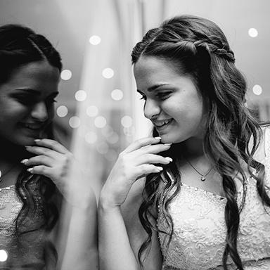 Imagen destacada de las fotos del cumpleaños de quince años de Renata en Rosario realizadas por Bucle Fotografias Flor Bosio y Caro Clerici