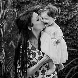 Imagen destacada de las fotos del bautismo de Guada y el cumple de cuarenta de Vicky en Rosario realizadas por Bucle Fotografías Flor Bosio y Caro Clerici