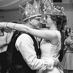 Imagen destacada de fotos de la boda de Jime y Luis en San Jeronimo realizado por Bucle Fotografías.Fotógrafas Flor Bosio y Caro Cle.