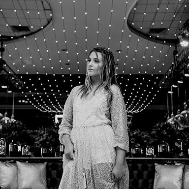 Imagen destacada de las fotos del quince de Chiara en Rosario realizadas por Bucle Fotografias Flor Bosio y Caro Clerici
